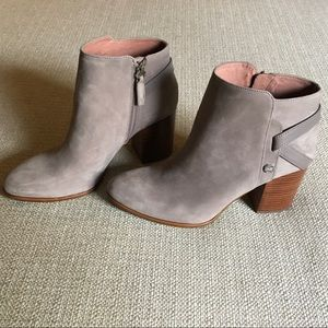 Louise et Cie Zaharia back wrap block heel bootie
